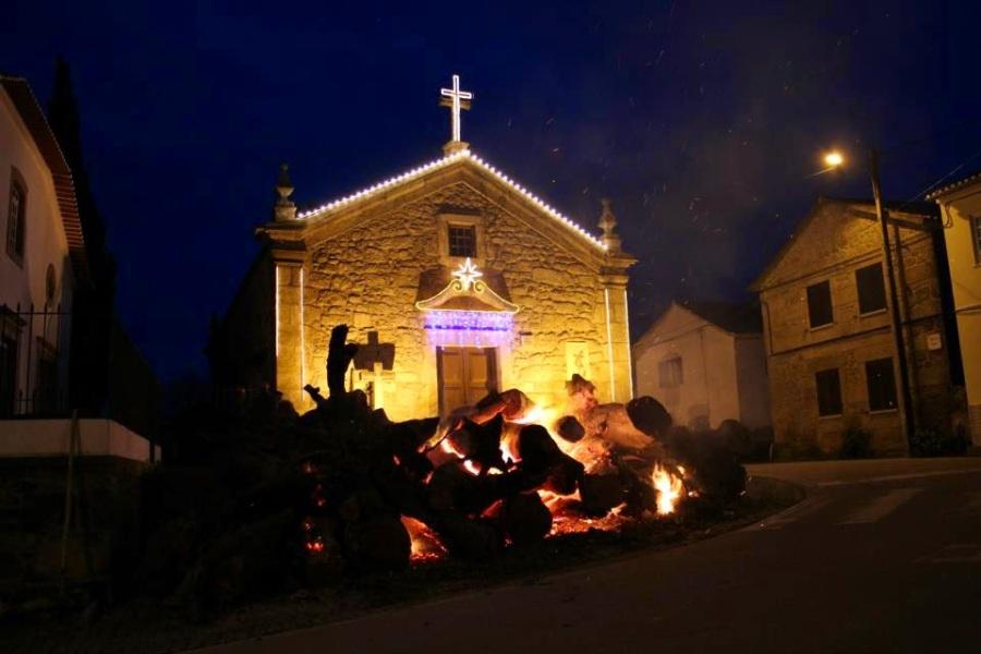 queima do madeiro na aldeia de Sta Margarida